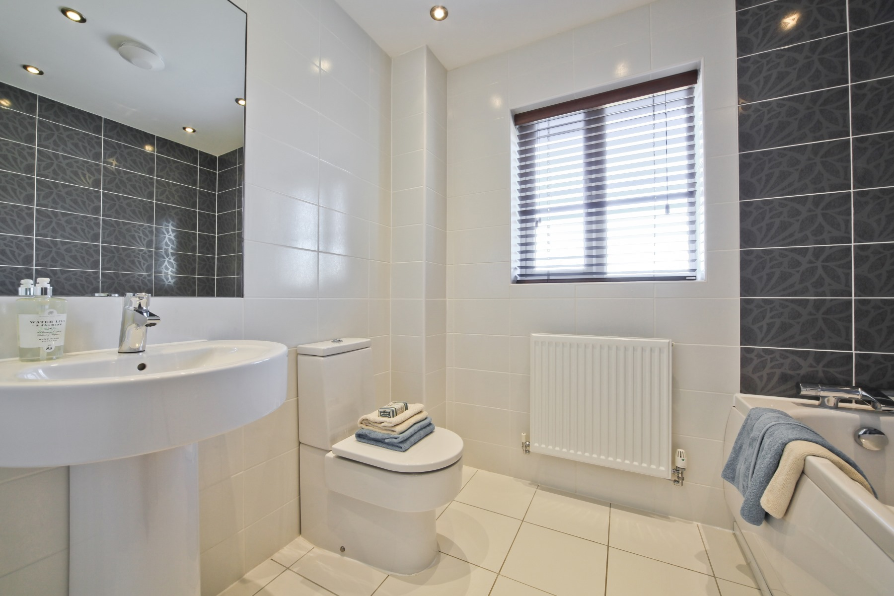 Evesham Family Bathroom - Nightingale Gardens