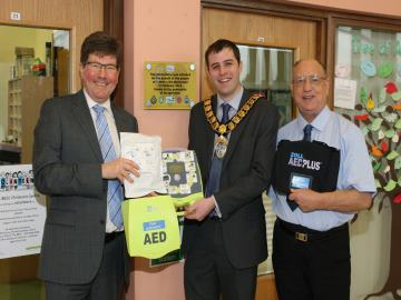 WEB Taylor Wimpey North Thames - defibrillator donation