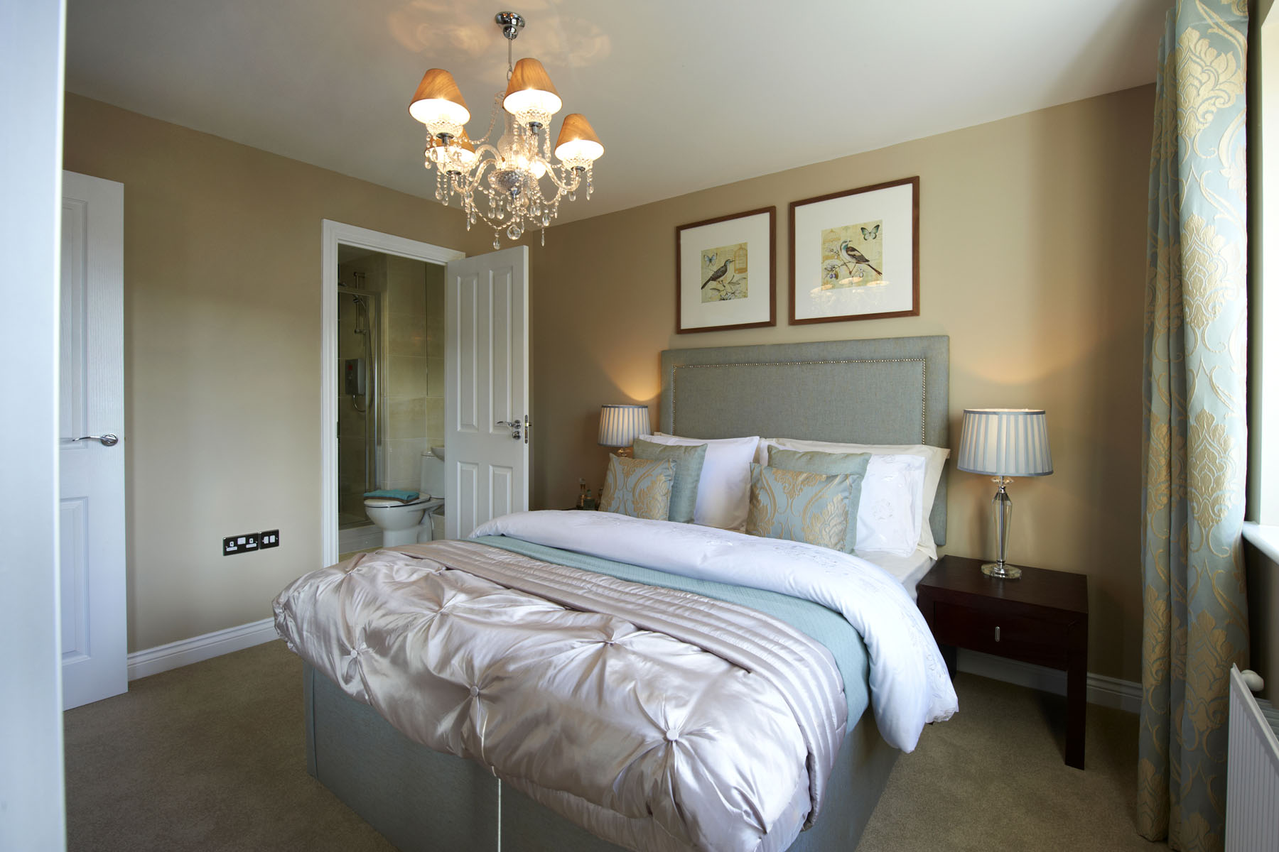 A typical Taylor Wimpey en suite bedroom