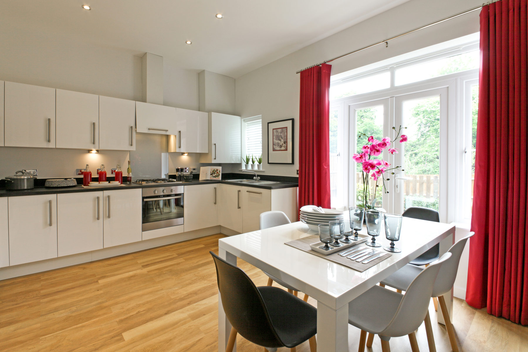 A typical Taylor Wimpey kitchen/dining area.