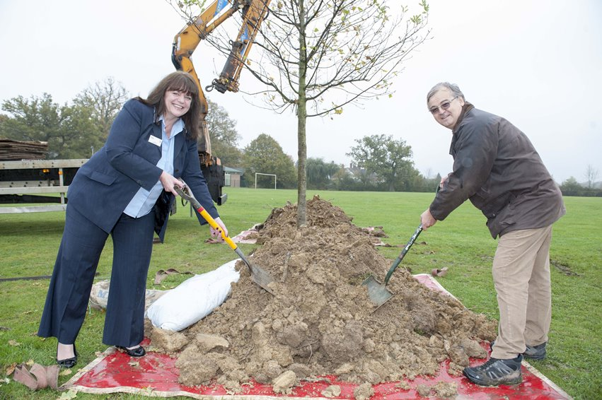 Taylor Wimpey Oak Aid donation tree planting