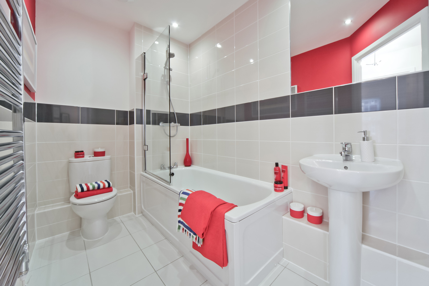 Typical Taylor Wimpey apartment bathroom.