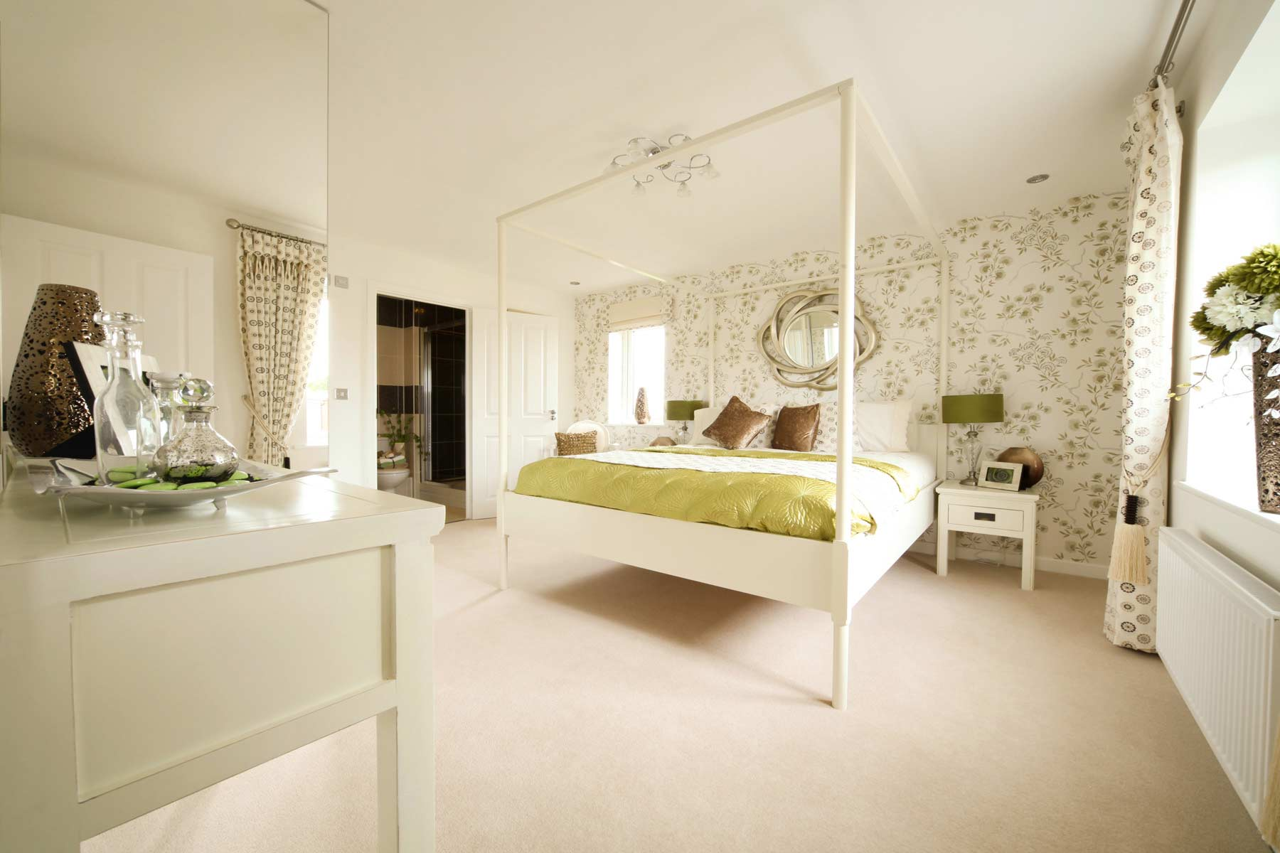 A typical Taylor Wimpey en suite bedroom.