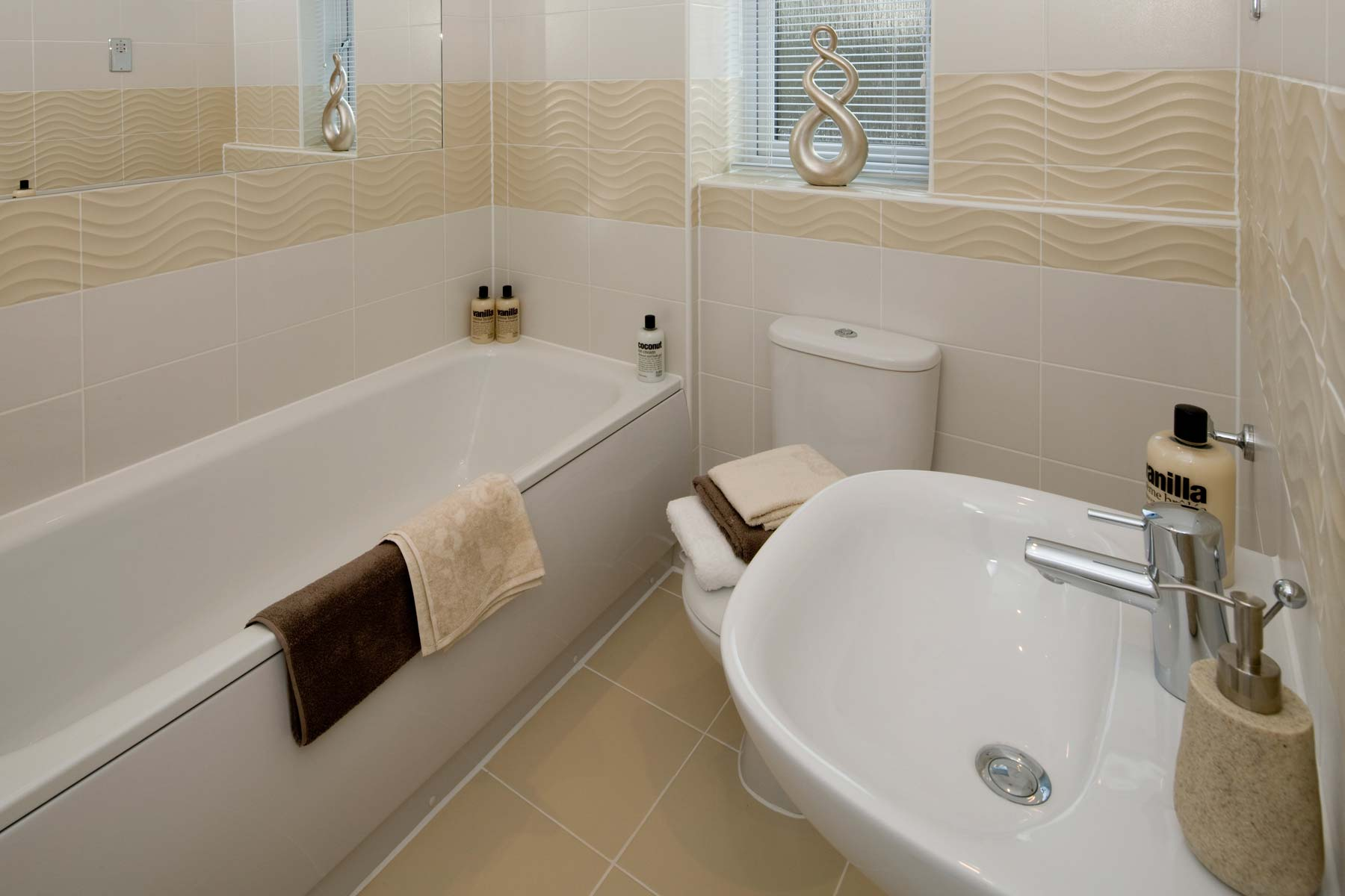 A Typical Taylor Wimpey Showhome Bathroom Leybourne (2)
