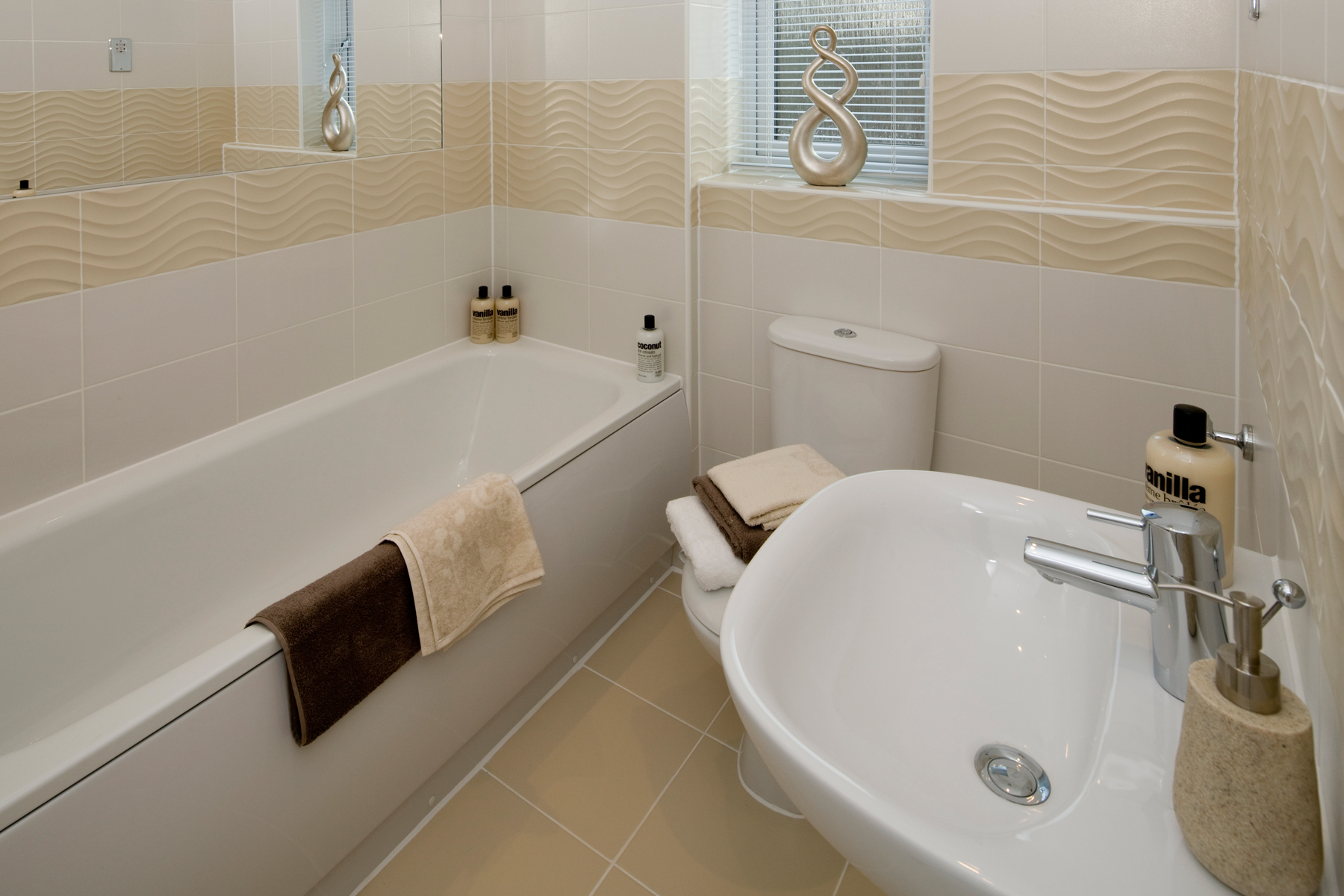 A Typical Taylor Wimpey Bathroom_1